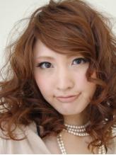 頭皮への負担が少ないオーガニックカラーは白髪染めに対応♪好みの色を出せるので大人女性にオススメです。