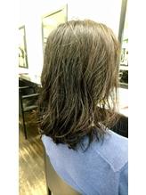 ゆるっしたカールが作る濡れ髪スタイル.59