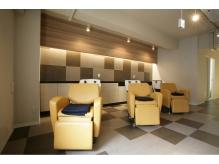 シャンプー台もかわいい空間。個室のヘッドスパブースもあります