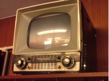 レトロなテレビがあってかわいい店内
