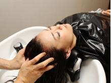 極上のヘッドスパで心も頭皮も癒されます。自分へのご褒美にも♪
