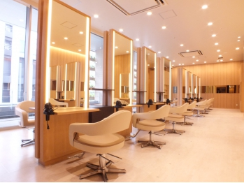 ユニックス マークイズみなとみらい店(UNIX Beauty Innovation)(神奈川県横浜市西区/美容室)