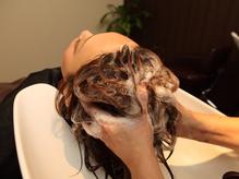 大人気ルーチェ伝統のスパシャンプーしっかり頭皮のコリ・・・