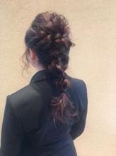 ゆるふわルーズな編みおろしヘア.21