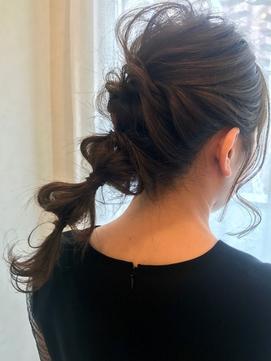 フェミニンなまとめ髪