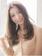 日本でも希少な「ブリリアンヘアエステ」で徹底的に髪質改善。特別な薬剤と特別な配合が成す驚きのツヤ。