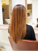 髪への負担が本当に少なく、通常の縮毛矯正よりもリッチな質感であなたの「綺麗」が長く続く♪
