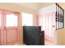可愛いピンクのフロントでお待ちしています 【Camellia三鷹】