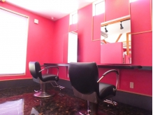 ピンクを基調とした可愛らしいアットホームなサロンです♪