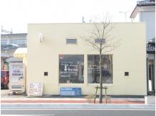 道路に面したこの建物が目印!少人数制のプライベートサロン♪