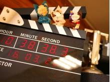 自慢のカチンコ時計♪店内にはDVDを多数ご用意!