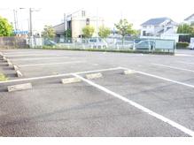 近隣駐車場。広々としたスペースにゆったり駐車。女性も安心☆