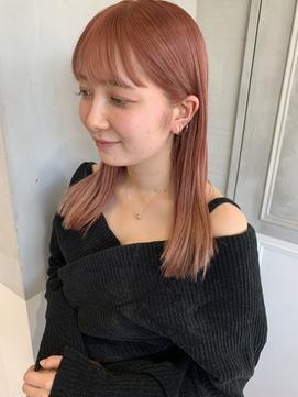 ピンクべージュ × パツンストレート