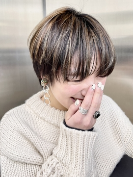 【KON】マッシュショートスタイル_ハイライトカラー