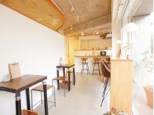 カフェではゆっくりと過ごせる空間と、手作りのお食事をご提供☆