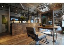 店内の雰囲気は暖かさがあり、居心地の良い空間です。