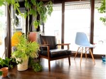 観葉植物もいっぱい♪ナチュラル空間で癒されて…