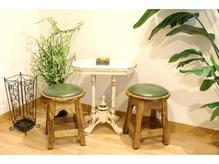 可愛いテーブルと椅子の待合です♪