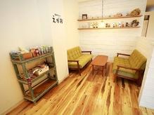 居心地の良いカフェスペースで施術後もゆったり♪