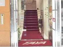 赤い看板が目印☆階段を上がった2階です。