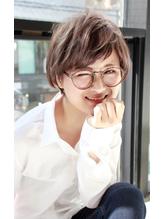 外国人風 可愛いショートボブ ハイライト グレージュ メガネ女子 メガネ.56