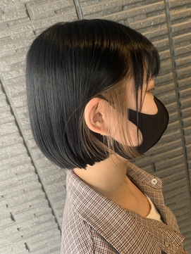黒髪切りっぱなしボブ/インナーカラーホワイトベージュ
