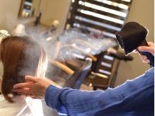 """""""ナノイオンシステム""""導入。ダメージを抑えた施術で髪本来の美しさを引出し、みずみずしいストレートへ!"""