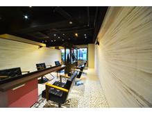東京の某有名サロンも手掛ける空間デザイナーがデザイン