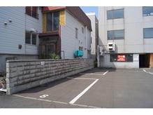〈駐車場完備〉壁と並行に停めてください♪お車大歓迎!