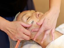 シェービングによるうぶ毛の処理でお肌のトーンUP&メイクノリUP!毎日のお手入れもしやすくなります。