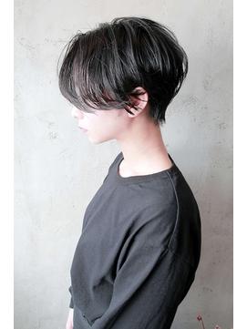ハンサムショート × 暗髪 × グロスカラー