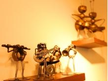 アンティークの小物が可愛く店内を飾ってます!