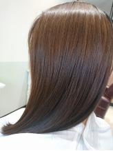 自分の髪を大事にしながら自然なストレートを実現!スピエラ縮毛矯正でぺたんこストレートとはおさらば!