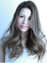【カット+カラー+癒しのヘッドスパ¥7560】明るいグレーカラーが大人気!上品な色味で透明感のある髪を実現☆