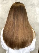 内側からキレイな艶美髪へ。お手入れが楽でずっと触っていたくなるナチュラルストレートな縮毛矯正を…