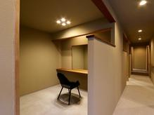 街中にありながら静かで洗練された『ini』。京都では数少ない全席個室の完全Private空間です。