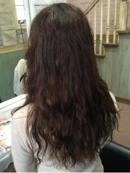 白髪をしっかりカバーしつつ明るく自然な仕上がりに。バリエーションも豊富で色んな色味を楽しめます♪