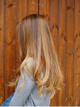第一印象を塗り替えるワンランク上のカラーで髪に透明感と柔らかさをプラス♪