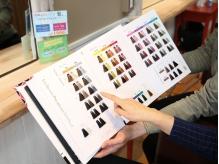 全30色以上の様々な色味に対応可能なカラーメニュー☆