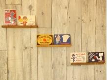 壁にある雑貨にこだわりがあります。