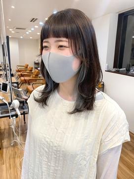 黒髪 インナーカラー ブルー ワイドバング ウルフ 【岡田 陸】