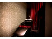半個室のシャンプー台有り。日頃の疲れを癒してください。