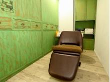 髪や頭皮の悩みによって選べるヘッドスパメニュー☆半個室のスペースでゆったりくつろげます♪