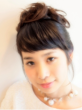 オードリーヘップバーン風アップヘアスタイル 髪型・アレンジ