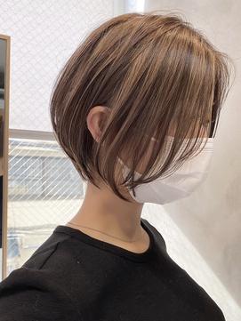 透明感ベージュ ハイライト 丸みショート 前髪なし 20代30代