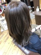 巻き髪と透け感のあるカラーでより艶感を.15
