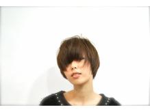 髪の一本一本の質感までこだわるカットとクリアトーンカラー。