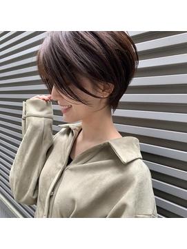 【丸みショート×前髪なし】ハンサムショート アッシュベージュ