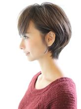 黒髪でも可愛く決まるひし形ショートボブ モテ.24