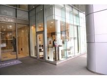 お店は山野美容専門学校の1Fに併設!!